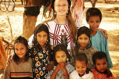 Alzhara with children in Azawak